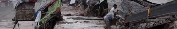 Cảnh lũ lụt kinh hoàng tại Pakistan, hơn 50 người thiệt mạng, hàng nghìn người mắc kẹt