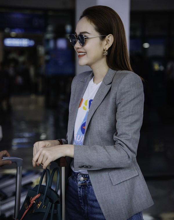 Đều lên đồ ra sân bay chuẩn bị casting The Face, Thanh Hằng - Minh Hằng mặc đẹp bất phân thắng bại