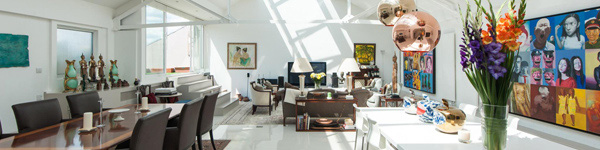 Ngôi nhà được cải tạo từ kho tàu điện cũ rích của nhà thiết kế thời trang nổi tiếng