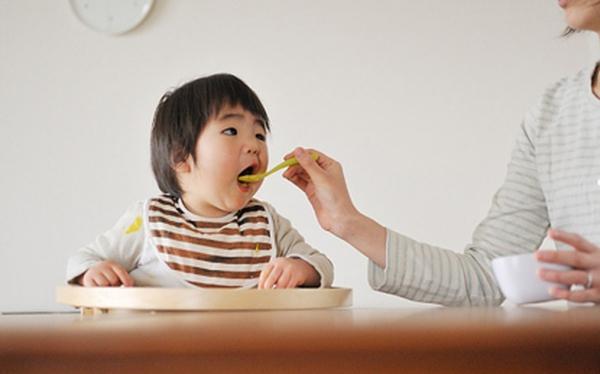 Con chậm lớn vì mẹ thiếu kiến thức dinh dưỡng
