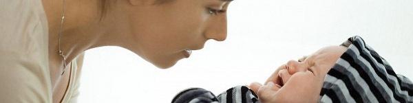 10 cách tuyệt vời giúp trẻ sơ sinh nín khóc