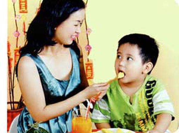 Đề phòng và xử trí ngộ độc thực ăn ở trẻ trong ngày Tết