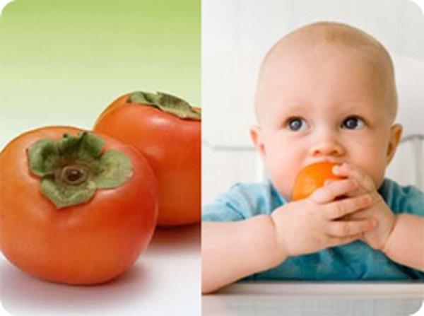 Sắp rằm Trung thu, mẹ tập cho bé ăn quả hồng