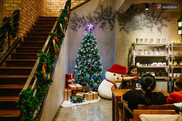img02181450710810180 - 3 quán cà phê siêu đẹp ở Sài Gòn mà Noel này nhất định bạn phải ghé!