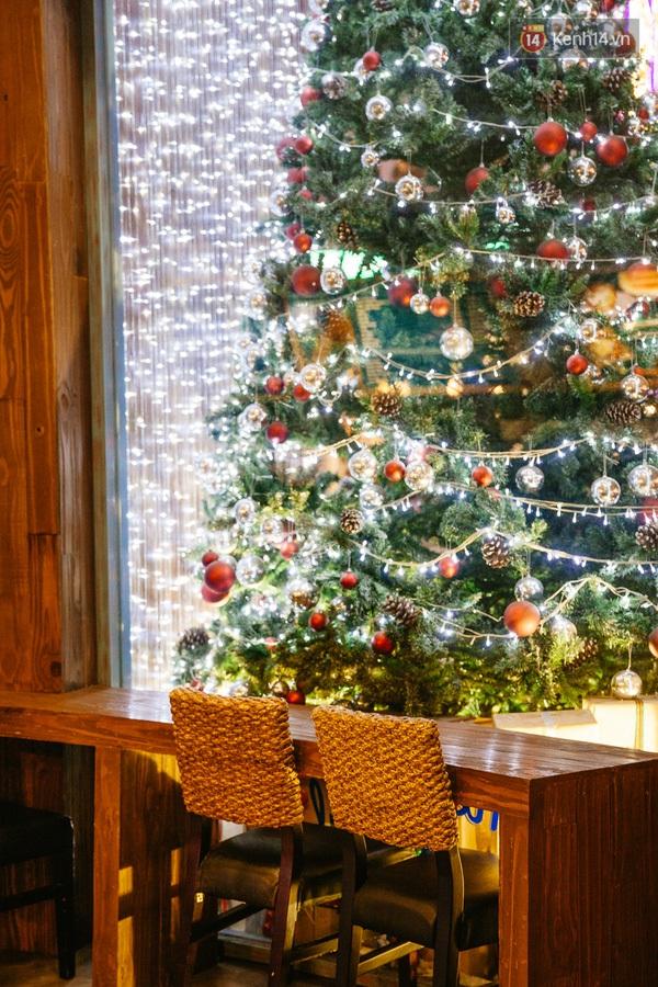 img02221450710812646 - 3 quán cà phê siêu đẹp ở Sài Gòn mà Noel này nhất định bạn phải ghé!