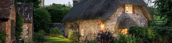 Vẻ đẹp yên bình của ngôi nhà nhỏ bước ra từ thế giới cổ tích