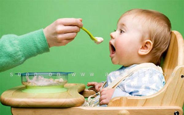 Có nên bổ sung vitamin B tổng hợp để trẻ ăn tốt?