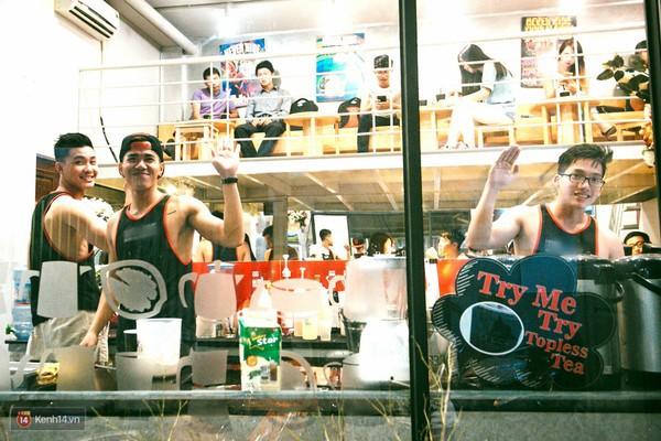 """1135c0 - Các cô gái tiếp tục """"sốt"""" với quán cà phê trai đẹp, body 6 múi ở Sài Gòn"""