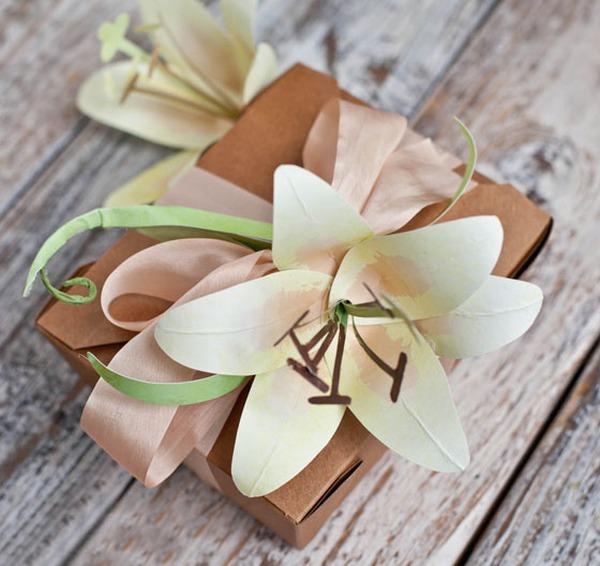 Làm hoa ly vàng bằng giấy đẹp như hoa thật 9