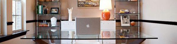 Bàn mặt kính - món nội thất linh hoạt cho phòng làm việc