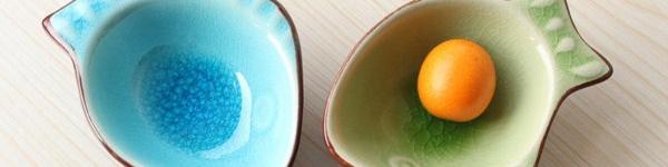 Bàn ăn mời gọi với phụ kiện màu sắc giá dưới 35.000 đồng