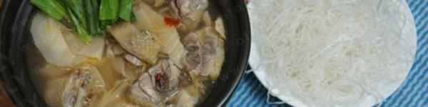 Món ngon cuối tuần: Lẩu gà măng chua