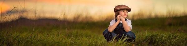Đẹp ngọt ngào bộ ảnh chơi đùa trong nắng thu mẹ chụp cho con trai