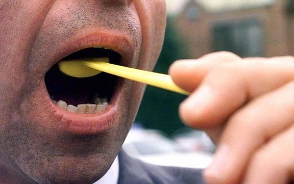 Công ty Nhật bắt nhân viên đánh răng sau khi ăn