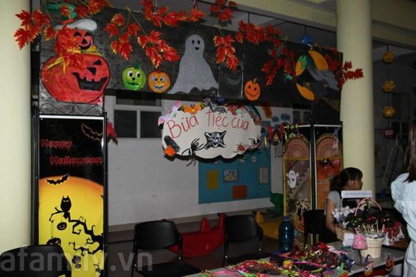 Phụ huynh háo hức đến trường chơi Halloween cùng con 1
