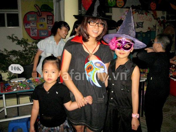 Phụ huynh háo hức đến trường chơi Halloween cùng con 15