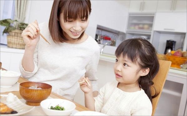 """Học cách khen con """"chuẩn"""" của mẹ Nhật"""
