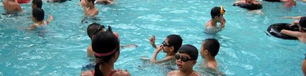 Cẩn trọng kẻo nhiễm bệnh vì đi bơi ở bể bơi công cộng