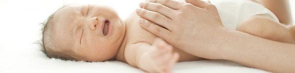 Clip: Bác sĩ Tây mách mẹ cách dỗ bé nín khóc bằng động tác siêu đơn giản