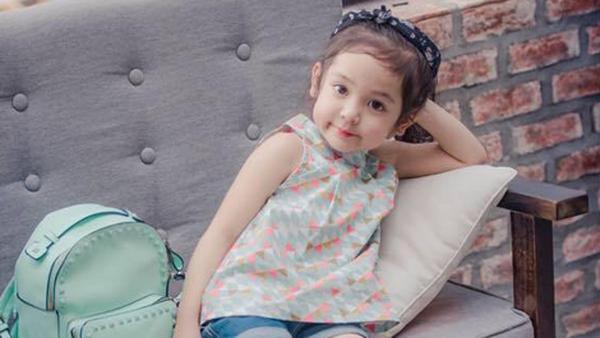 """Bé gái 5 tuổi cover bài """"Ngốc"""" của Hương Tràm siêu dễ thương"""