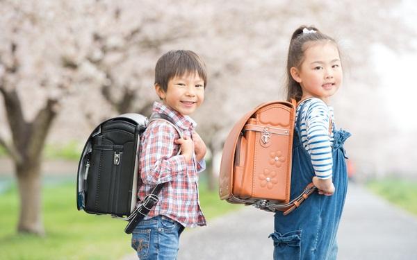 Đây là lý do 100% học sinh tiểu học Nhật sử dụng cặp chống gù lưng