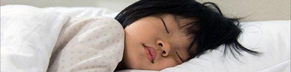 6 mẹo giúp bé chuyển từ ngủ ở cũi sang giường