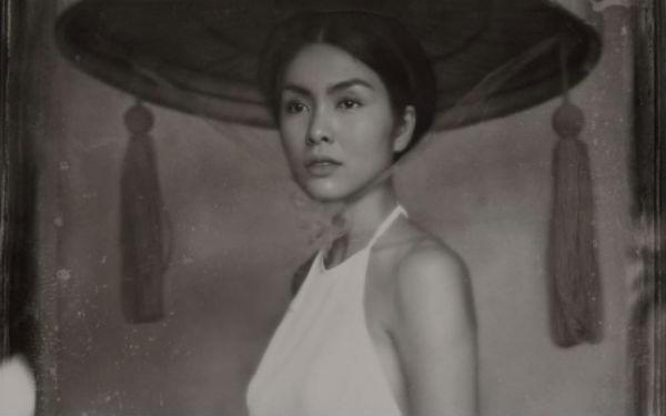 Ngất ngây với nhan sắc của Hà Tăng khi diện áo dài trắng, làm thiếu nữ xưa