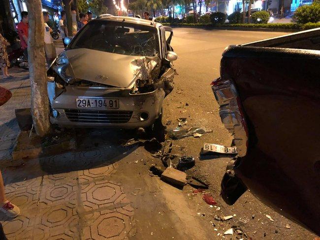 Hà Nội: Nam thanh niên lái xe Mazda gây tai nạn rồi bỏ chạy đâm nhiều phương tiện, 1 người tử vong - Ảnh 2.