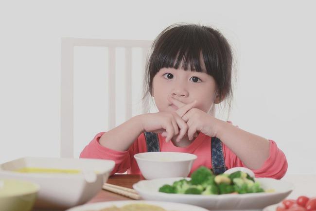 Trẻ bị tổn thương lá lách chỉ vì được cha mẹ cho uống nước sai cách vào 3 thời điểm này - Ảnh 3.