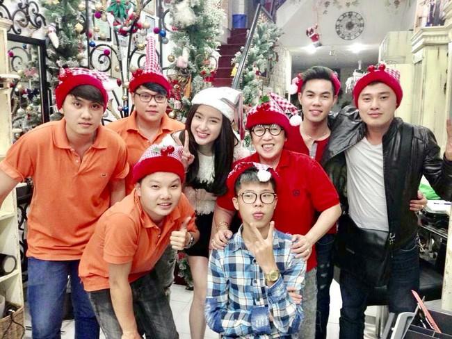 Soi nhất cử nhất động của sao Việt (23/12) - Ảnh 1.