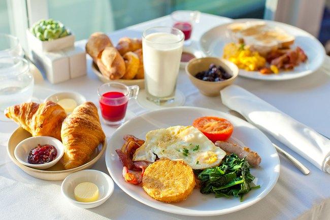 Đừng ăn sáng thế này vì nó sẽ tàn phá sức khỏe của bạn một cách không thương tiếc - Ảnh 2.