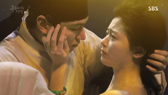 Dân Hàn nổi sóng vì cái chết của Lee Min Ho trong Huyền thoại biển xanh - Ảnh 2.