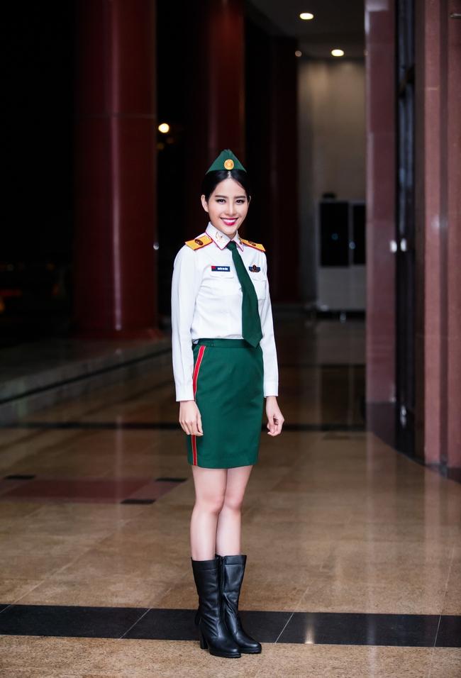 Chán gợi cảm, Nam Em bất ngờ mặc áo lính hát tình ca - Ảnh 2.