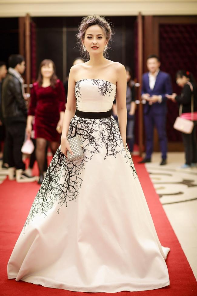 Khánh Ngân đụng váy Thanh Mai, Thụy Vân
