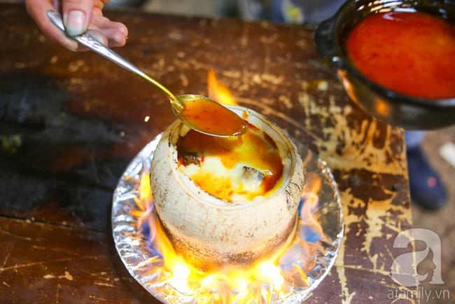 Dừa hỏa diệm sơn - món ăn vừa xuất hiện đã hứa hẹn gây bão ở Sài Gòn - Ảnh 8.