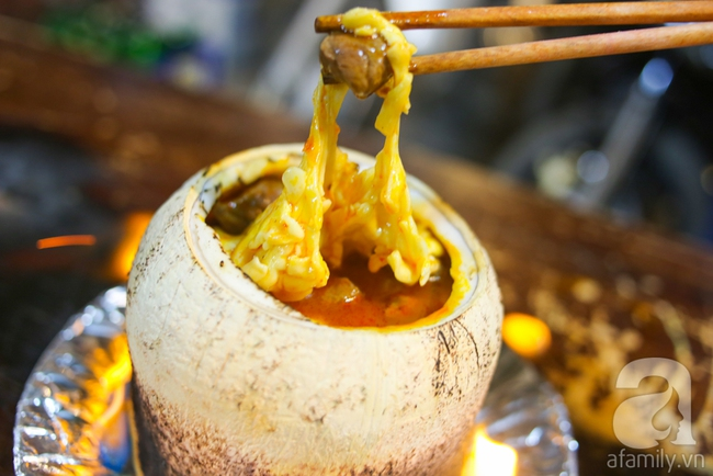 Dừa hỏa diệm sơn - món ăn vừa xuất hiện đã hứa hẹn gây bão ở Sài Gòn - Ảnh 9.