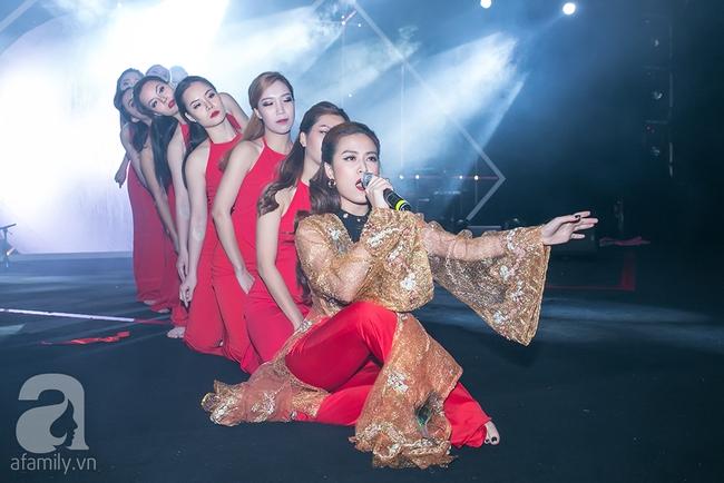 Sơn Tùng và danh ca nổi tiếng bất ngờ đổi vị trí khiến khán giả ngỡ ngàng - Ảnh 9.