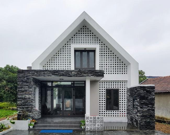Ngôi nhà 110m² vạn người mê do chủ nhà tự thiết kế có giá 800 triệu ở Quảng Bình - Ảnh 2.