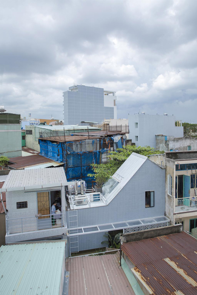 5 ngôi nhà Việt có thiết kế ấn tượng nhất năm 2016 khiến báo Tây khen nức nở - Ảnh 1.
