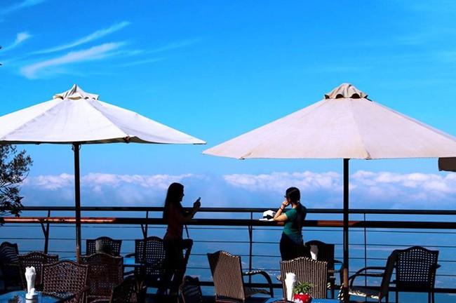 """photo 2 1482983539356 - 2 quán cà phê có thể """"chạm"""" vào mây đẹp nhất Vịnh Bắc Bộ"""