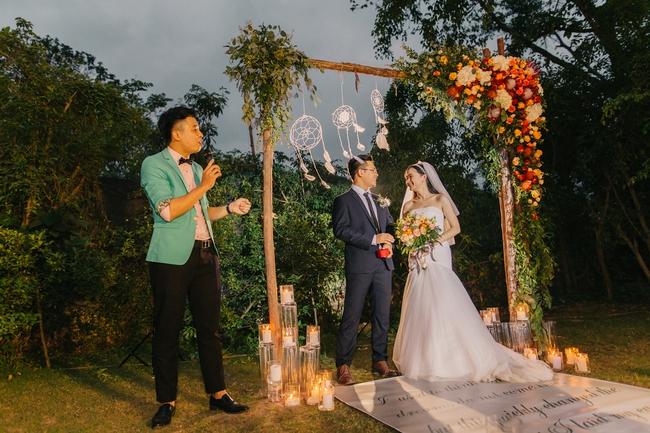 Đám cưới sân vườn xanh tươi, đẹp như mơ, khiến chú rể khô như ngói cũng tưởng được vào vai hoàng tử - Ảnh 10.
