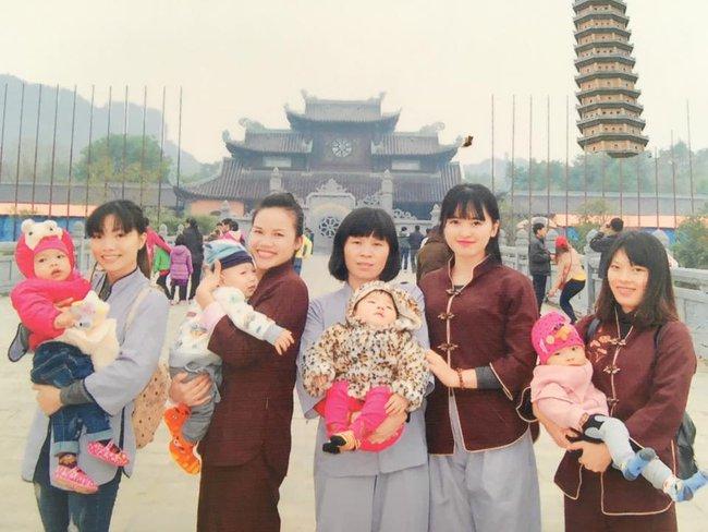 Cái Tết đầu tiên ấm áp nụ cười của em bé Lào Cai suy dinh dưỡng bên mẹ nuôi 9X - Ảnh 13.