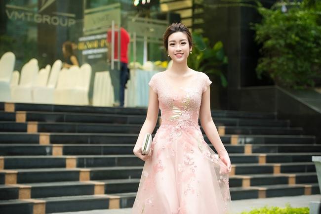 Hoa hậu Đỗ Mỹ Linh ngọt ngào như một nàng công chúa trong chiếc váy bồng bềnh. - Ảnh 3.