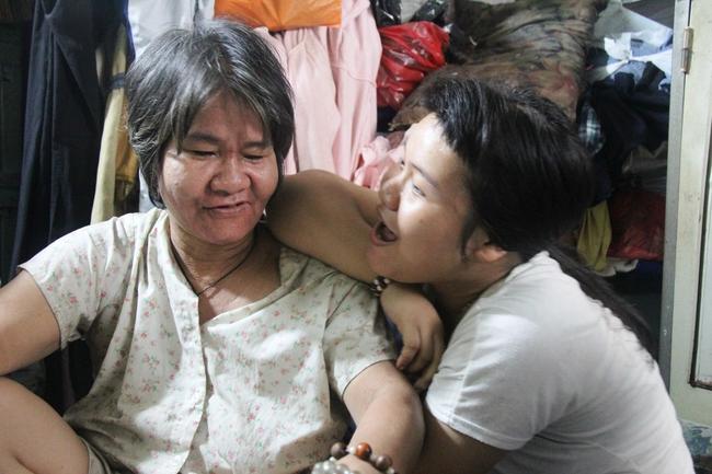 Câu chuyện tình yêu đẹp như cổ tích của đôi vợ chồng nghèo