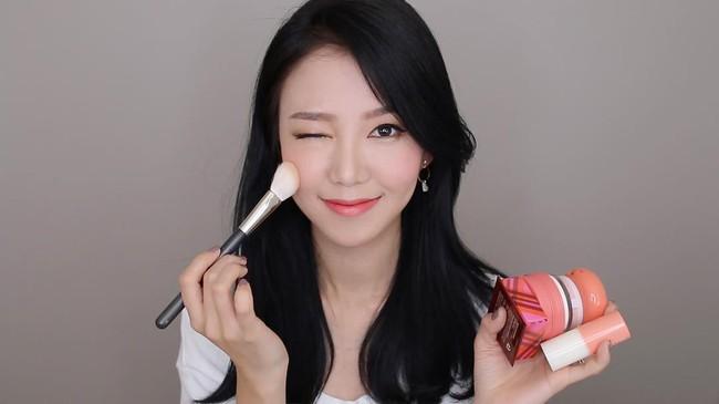 Những mốt makeup nhẹ nhàng trong trẻo nên áp dụng ngay cho cô nàng công sở - Ảnh 16.