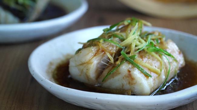 20 phút làm món cá hấp thơm lừng mềm mịn cho bữa tối cực ngon - Ảnh 7.