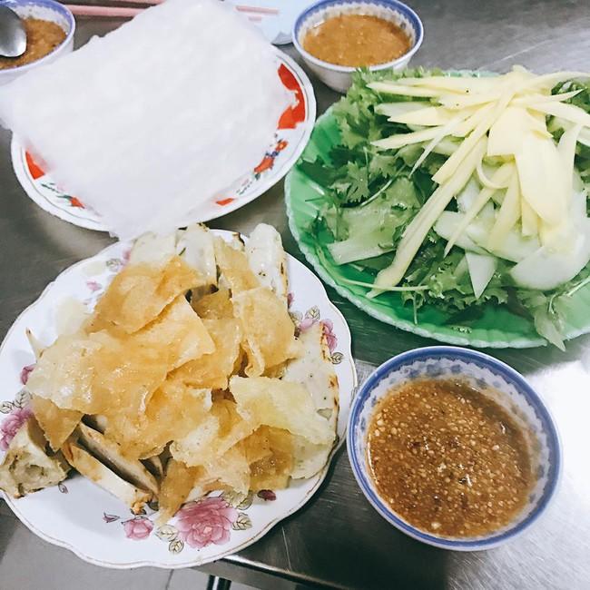 """11 1491982246118 - Hoa hậu Mỹ Linh """"mách"""" hàng loạt món ăn vặt ngon, giá chỉ từ 3000đ ở xứ """"hoa vàng cỏ xanh"""""""