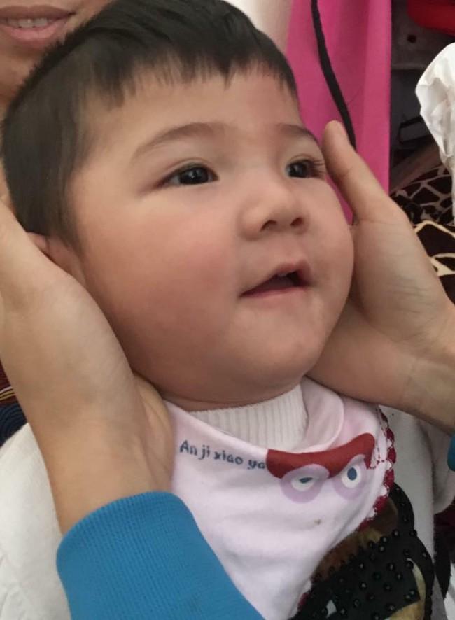 Cái Tết đầu tiên ấm áp nụ cười của em bé Lào Cai suy dinh dưỡng bên mẹ nuôi 9X - Ảnh 5.