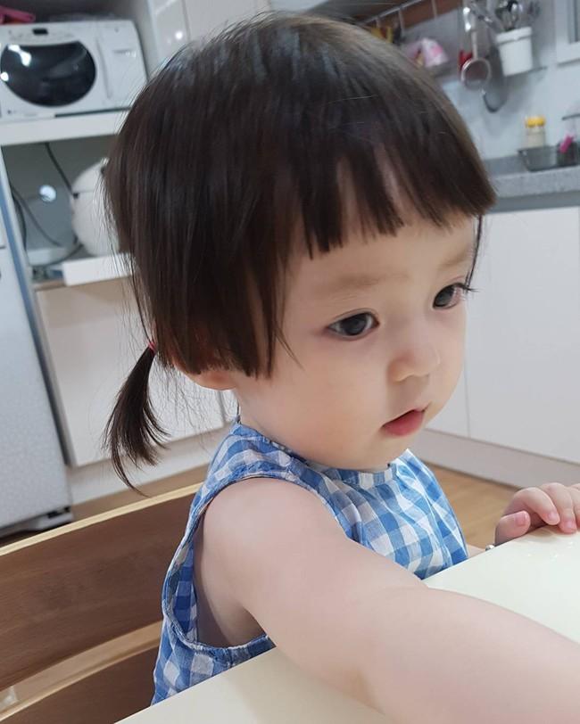 Bé gái 3 tuổi xinh xắn đốn tim hàng trăm nghìn cư dân mạng - Ảnh 17.