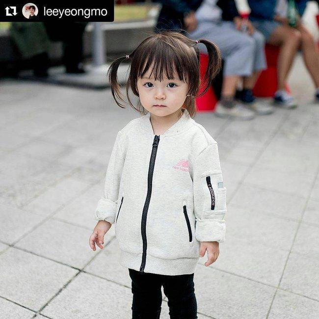 Bé gái 3 tuổi xinh xắn đốn tim hàng trăm nghìn cư dân mạng - Ảnh 16.
